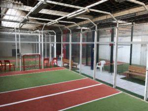 Intérieur du club jorky.fr à Lyon et ses 5 terrains de jorkyball homologués pour les compétitions